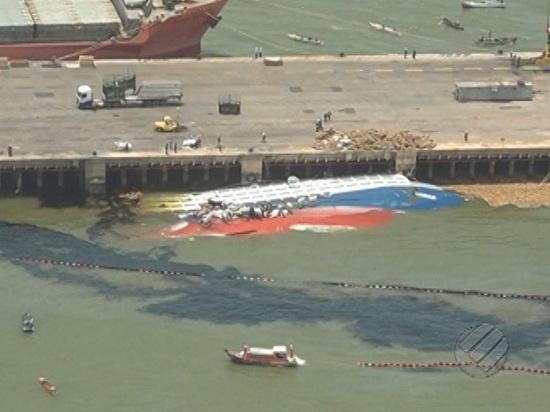 Óleo do navio Haidar, afundado em Vila do Conde, cobre faixas imensas da orla de Barcarena