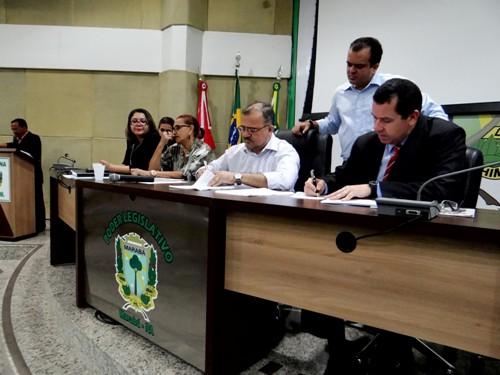 A assinatura do convênio com a prefeitura da cidade aconteceu na Câmara Municipal e contou com a presença do prefeito João Salame, de vereadores, representantes do Tribunal de Justiça e Ministério Público do Estado, e internos que farão parte do projeto.