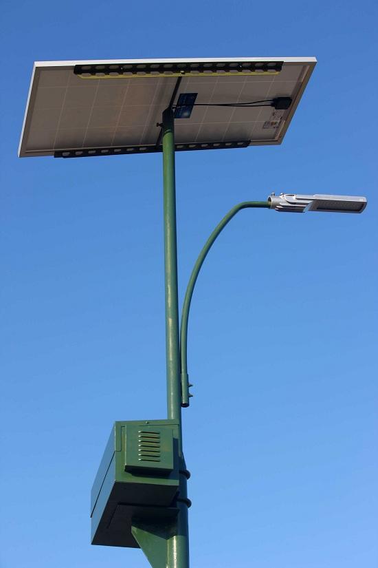 Na foto, foram instaladas placas ao longo da ponte para captar a energia solar e garantir a iluminação. FOTO: ANTONIO SILVA / AG. PARÁ DATA: 11.09.2015 IGARAPÉ-MIRI - PARÁ