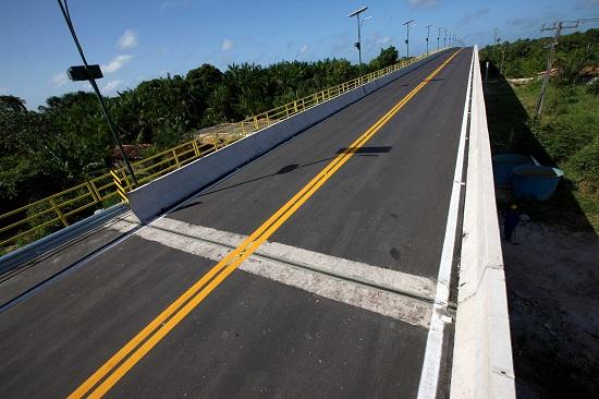Será inaugurada neste sábado (12) a ponte Igararé-Miri, a primeira de grande porte na região do Baixo Tocantins, com mais de 560 metros de extensão e 200 metros de rampa de encontro. FOTO: ANTONIO SILVA / AG. PARÁ DATA: 11.09.2015 IGARAPÉ-MIRI - PARÁ