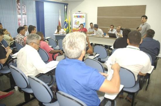 Secretário municipal de Indústria, Comércio, Ciência, Tecnologia e Mineração, Marcelo Araújo, fala durante encontro