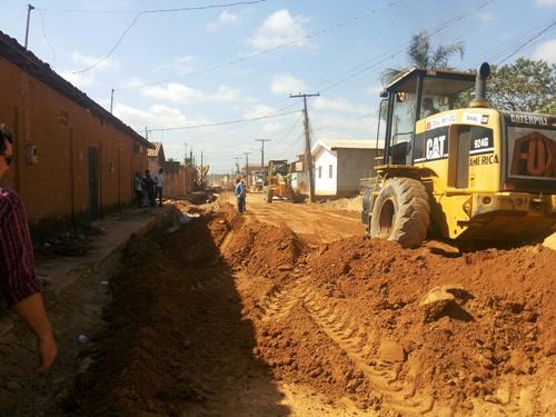 Na maior área de ocupação de Marabá, a rua Alfredo Monção foi a primeira a receber drenagem. Depois vem a rua Cuiabá, ambas preparadas para pavimentação.