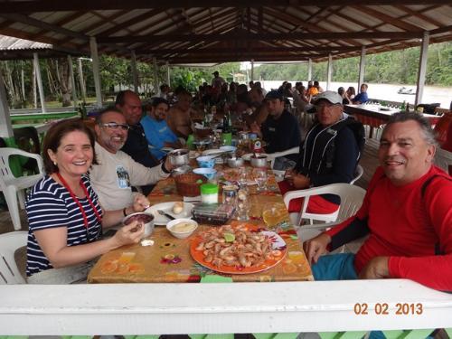 """Grupo almoço no agradável restaurante do """"Orlando"""""""