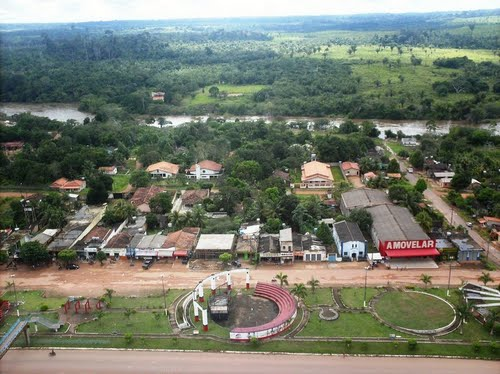 Vista aérea de Anapu, incluindo a Praça e um lado da cidade, aos fundos o Rio Anapu