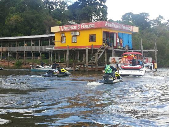 Posto de gasolina, em Baião, sem gasolina. Arriscamos tudo para chegar em Mocajuba, sem pane seco. Deu certo, no limite.