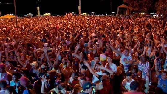 Na Praça São Félix, milhares de foliões brincaram com tranquilidade