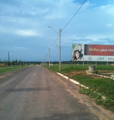 No final dessa avenida de pista dupla, encontra-se o Campus da Unifesspa.