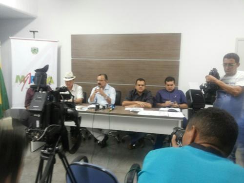 Vice-prefeito Luiz Carlos; prefeito Salame; secretário de Planejamento, Beto Salame; e Secretário de Obras, Antonio de Pádua.