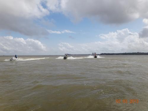 Cruzando o Rio Pará (Foto Aloísio)
