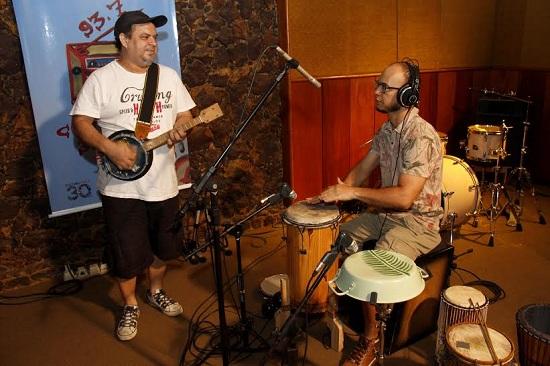 Pedrinho Callado e o percussionista Rafael Barros (Foto Camila Lima/ Portal Cultura)
