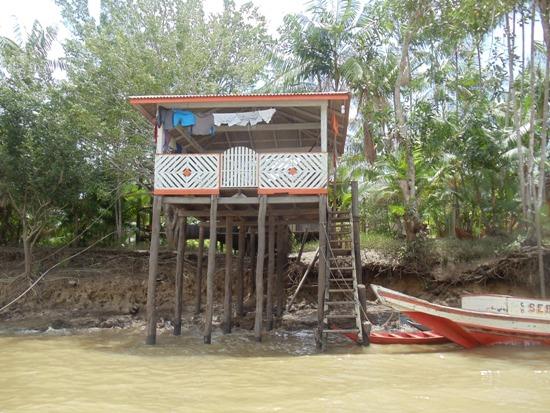 .... ajudando a tirar comunidades ribeirinhas do isolamento