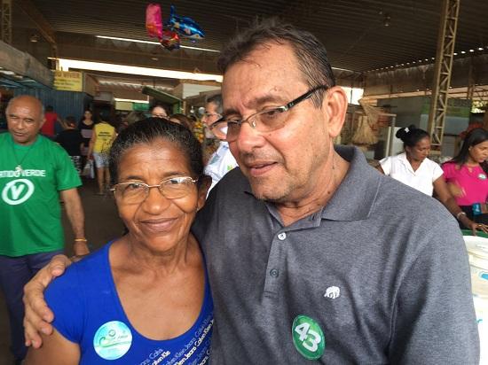 Dr Jorge e vendedora de aves Maria Macedo dos Santos