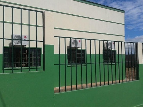 Mais uma escola totalmente climatizada: Lúcia Bichara, no bairro Coca-Cola
