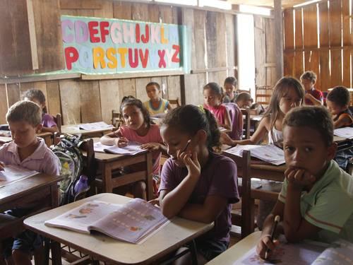 Marabá tem escola instalada em curral, onde estudam 860 alunos FOTO: Michel Filho / Agência O Globo