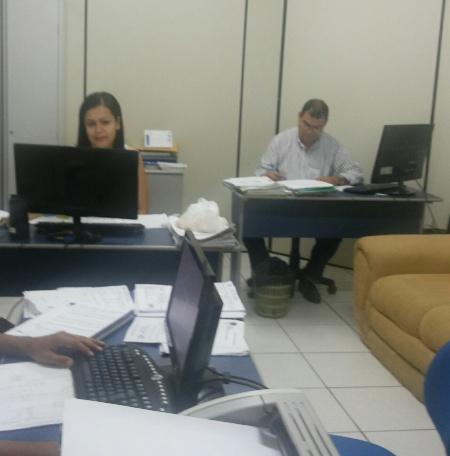 Num pequeno espaço de 15m2, Iwkieyanne Carvalho, Carlos Nunes (procurador)...
