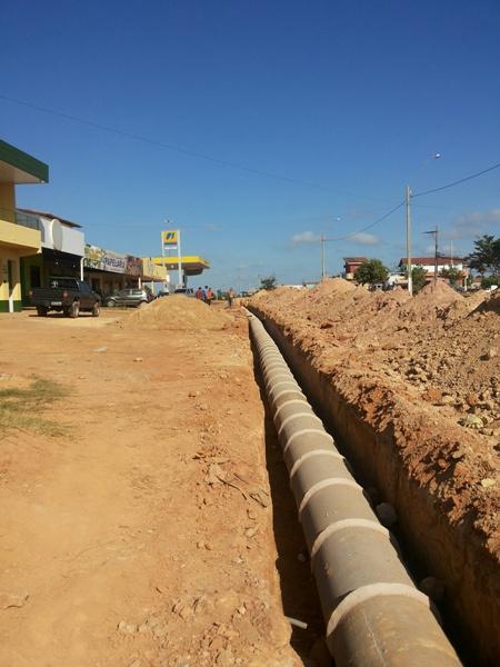 Drenagem está sendo levada às Folhas 22 e 23,  para recebimento posterior de asfalto.