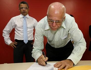 A Secretaria de Estado de Trabalho, Emprego e Renda (Seter) e mais 40 prefeituras de municípios do estado do Pará, assinaram na manhã desta quarta-feira, 26, um Termo de Cooperação Técnica. Na foto: Prefeito de Goianésia, João Gomes da Silva, o Russo FOTO: CLÁUDIO SANTOS/AG. PARÁ DATA: 26.02.2014 BELÉM - PARÁ