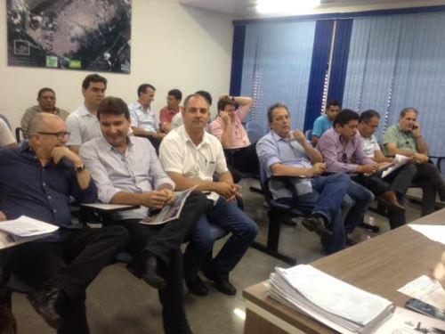 No auditório do gabinete do prefeito, empresários de Marabá acompanham apresentação da Havan