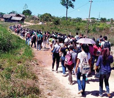 Universitários da Unifesspa visitam acampamento atacado