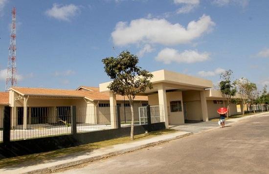 Novo Hospital de Ipixuna, aguardando instalação de equipamentos para ser entregue à comunidade. Foto de Cristino Martins.
