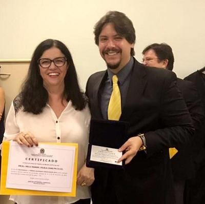 Kelli: certificado e placa