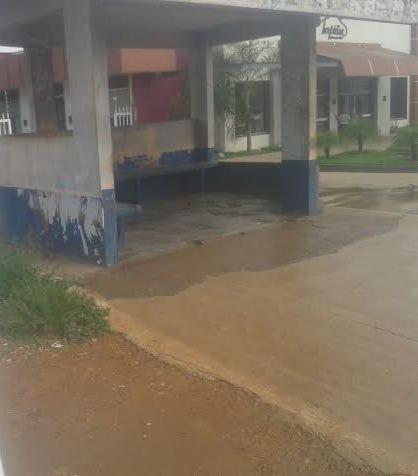 Lavagem de ponto de ônibus