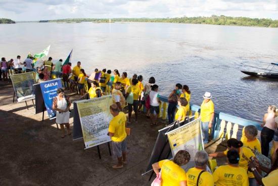 População de Itaguatins recepciona chegada da balsa