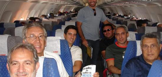 Alguns dos integrantes da viagem Marabá-Belém, no avião, em 2007.
