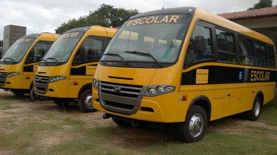 Micro-ônibus para auxiliar o transporte escolar