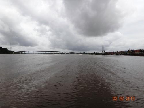 Próximo a ponte da cidade de Moju