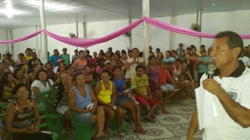 Isaias, presidente da Colônia de Oeiras do Pará, fala aos seus associados.