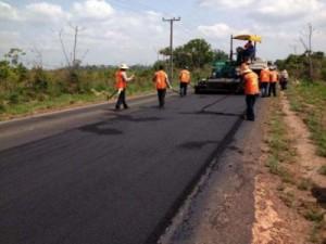 O recapeamento da toda a malha rodoviária está recebendo material de qualidade.