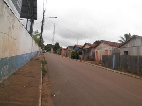 Ruas da Vila União sem lixo às portas