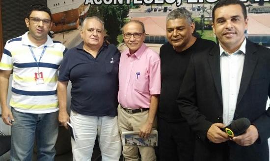 Nas foto,  Paulo Roberto e este blogueiro, recebidos pela equipe da RBA, nesta quarta-feira, no tour realizado para divulgação da obra.