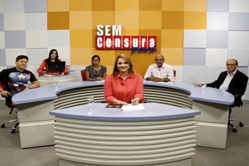 """Paulo Roberto Ferreira (ao fundo, à direita) fala de seu livro no programa """"Sem Censura"""", da TV Cultura, de Belém."""