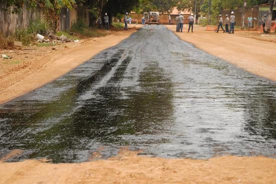 Ruas do bairro Agrópolis recebendo pavimentação