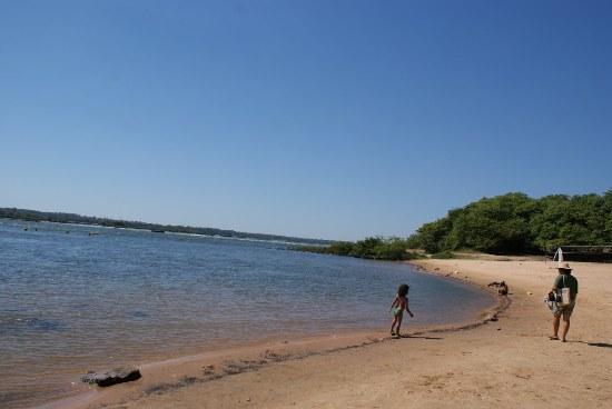 Ponta de areia para entreter a população de Itaguatins, que sempre dependeu da praia para viver feliz