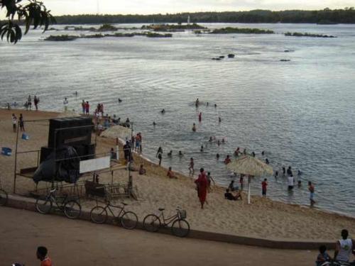 Uma nesga de praia, o que sobrou em Tocanrinópolis