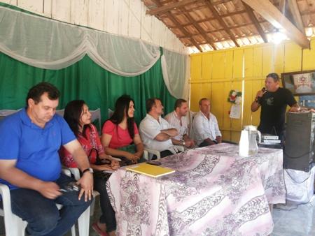Antonio de Pádua, vereadora Toninha Carvalho, Bia Cardoso Salame, prefeito Salame, Thiago Koch, batendo papo com a comunidade