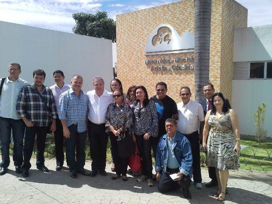 Prefeito e comitiva visitam hospital de Canedo.
