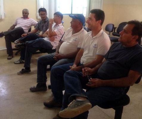 Jorge Bichara (esquerda) e técnicos da Seagri e Ideflor, participando de palestra