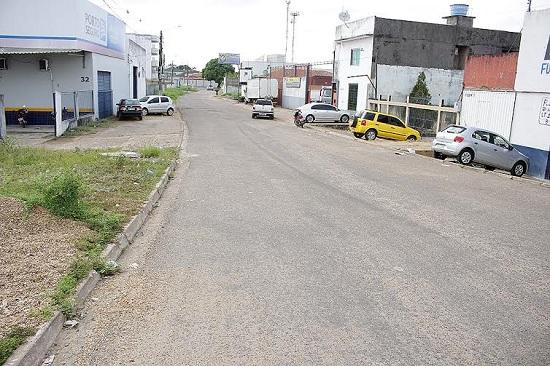 Rua que dá acesso à Folha 32, por onda passa a tubulação, agora obstruída