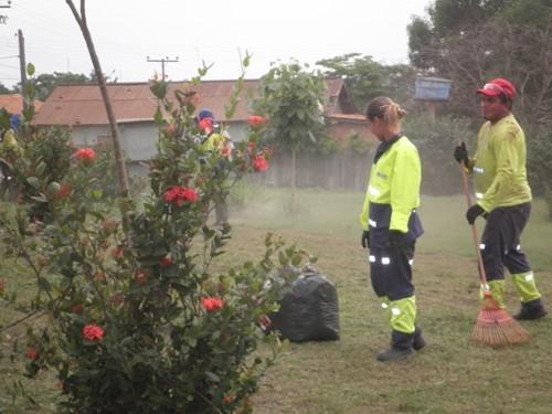 Garos contratados e treinados na própria Vila União, usando equipamentos de segurança, deixaram a praça em condição de ser frequentada