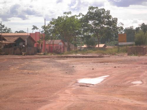 Vila Zé do ônibus, sem lixo e sem matagal à porta das casas