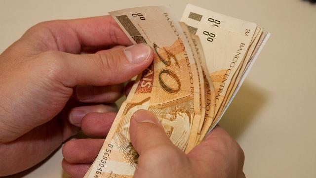 dinheiro-na-mao