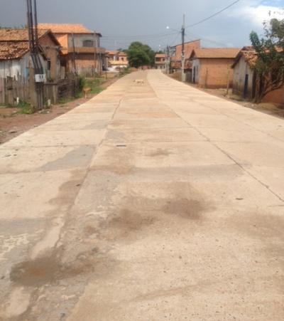 Depois de concluída toda pavimentação da Rua Pará, meio-fios serão colocados.